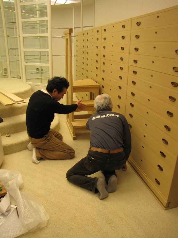 たんすの削り作業