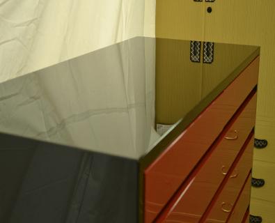 100巾チェスト6の2 漆(磨き)呂色仕上げ 天井部分